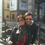 Jag och Carola framför De Geer-hallen i Norrköping