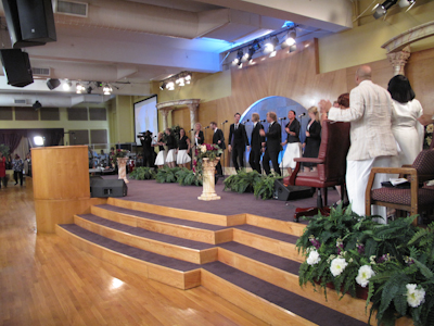 På plats i Perfecting Faith Church