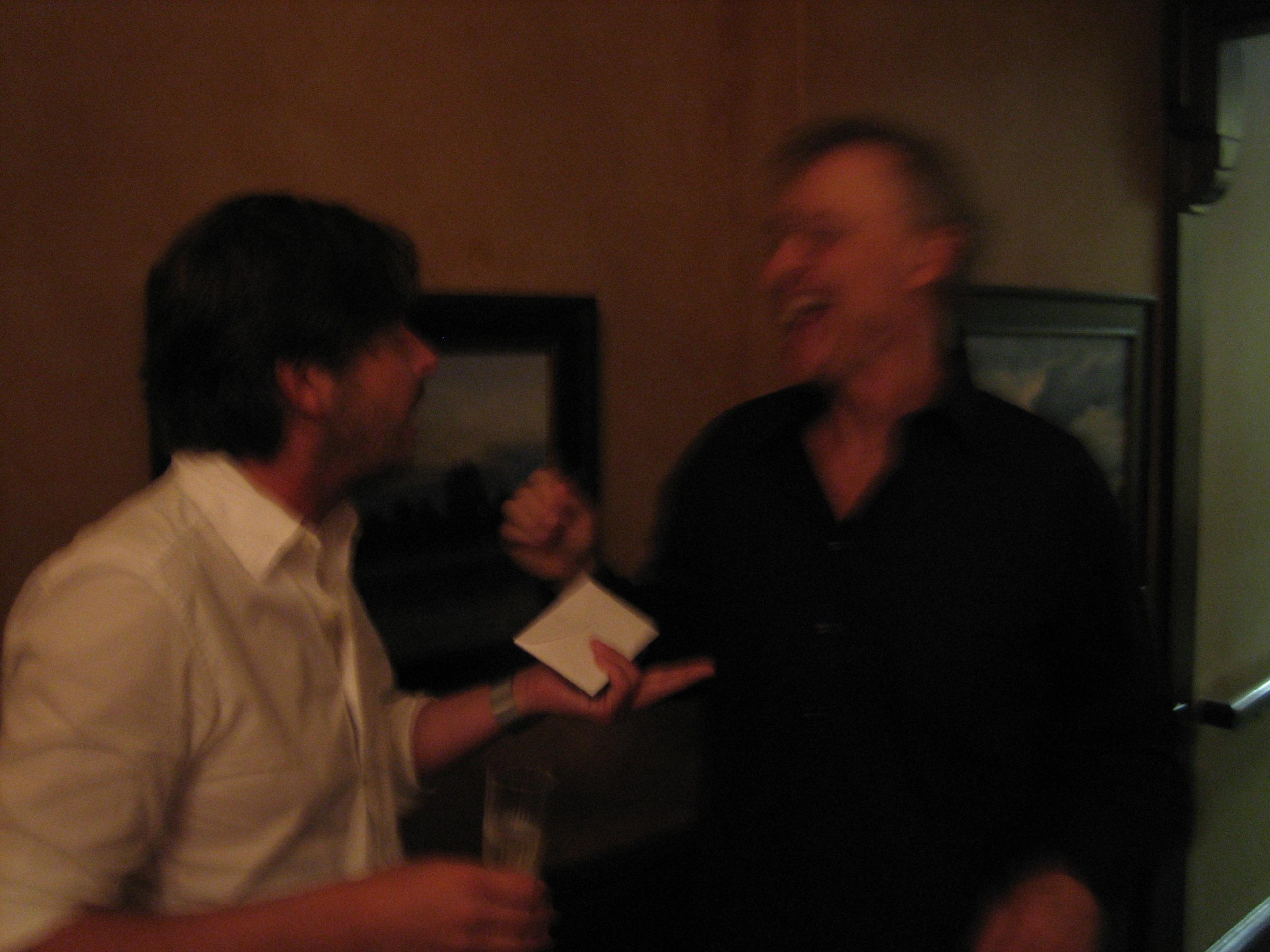 Bruce och jag diskuterar